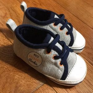 Carters 0-3 month baby shoes